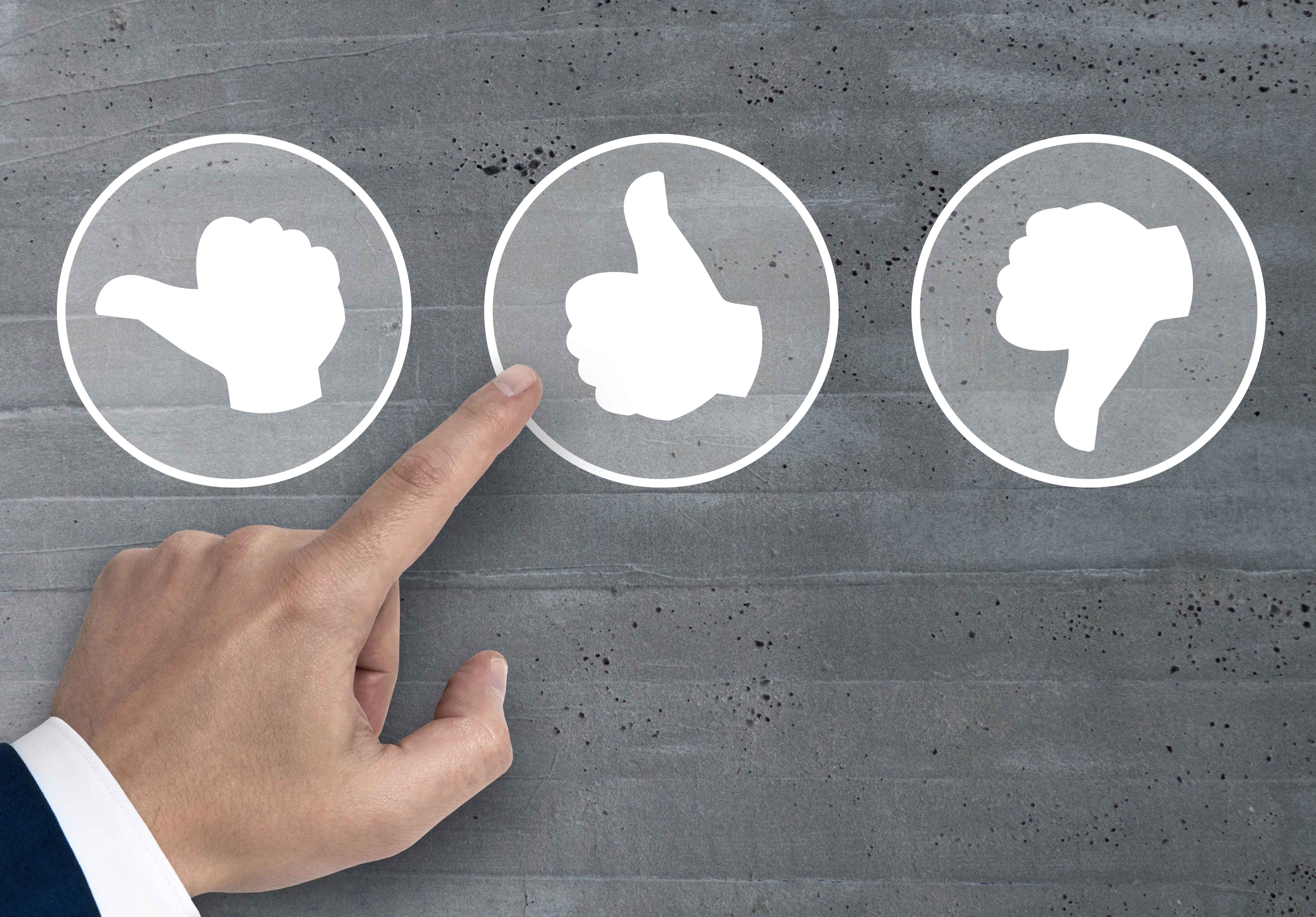 Bewertung mit Daumen icons Konzept